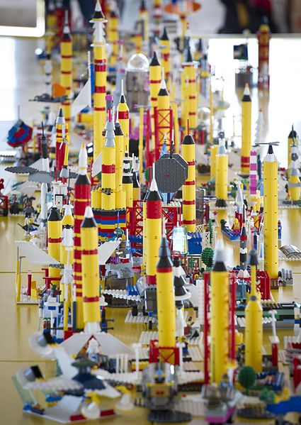 425px-LEGO_Building_At_KSC