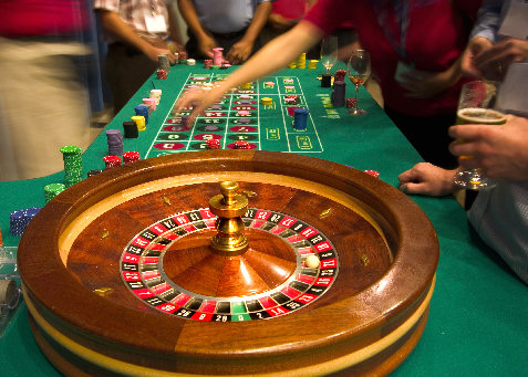 roulette table and players